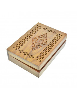 Boite en bois gravé 18 cm x 12,5 cm