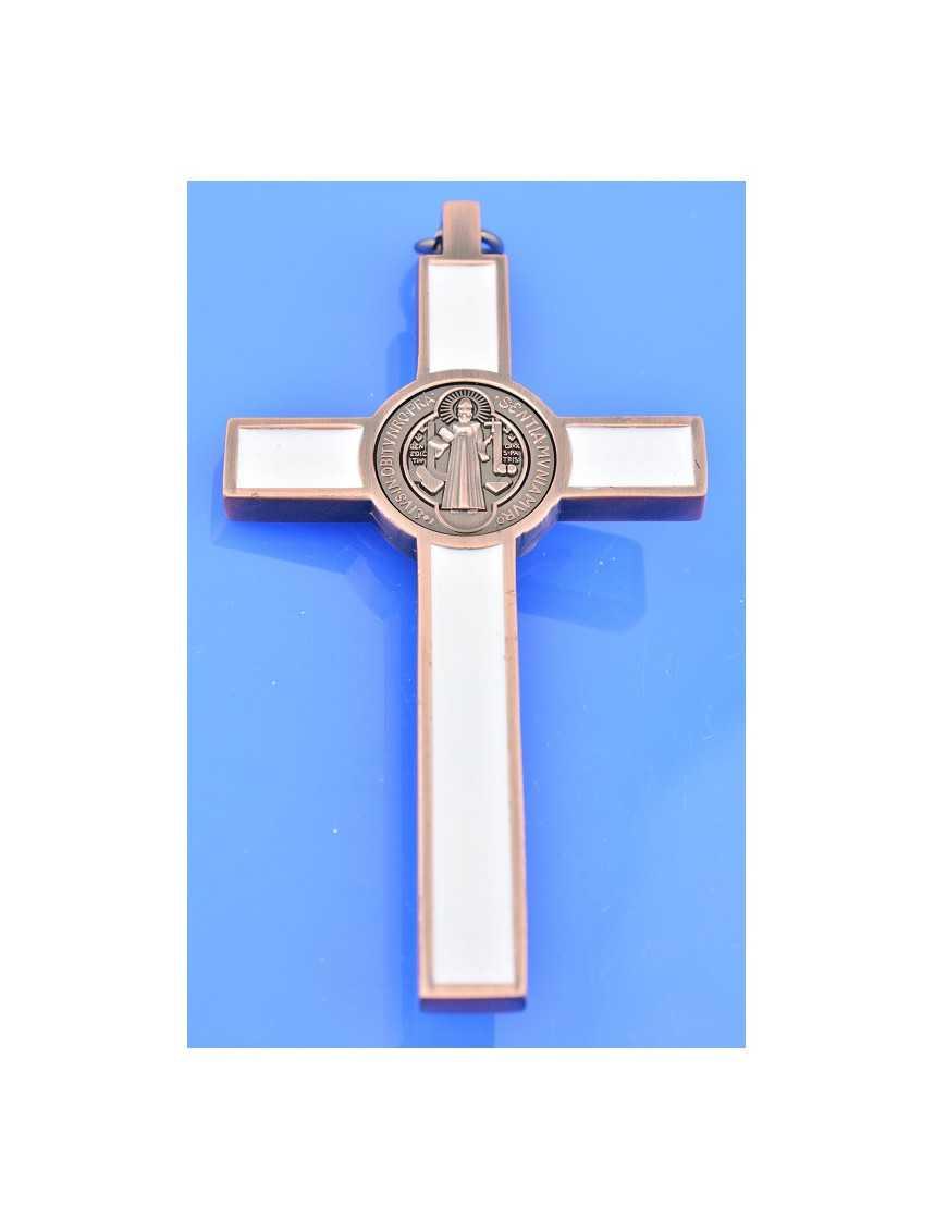 Croix Saint Benoit en métal avec émail blanc et Christ argenté