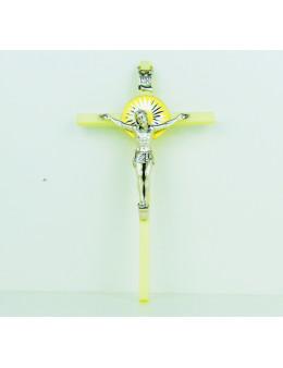 Crucifix plastique lumineux phosphorescent et Christ en métal argenté