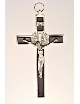 Crucifix Saint Benoit métal chromé fond marron émaillé