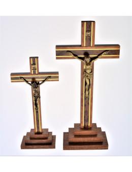 Calvaire ou crucifix avec pied bois foncé 3 marches
